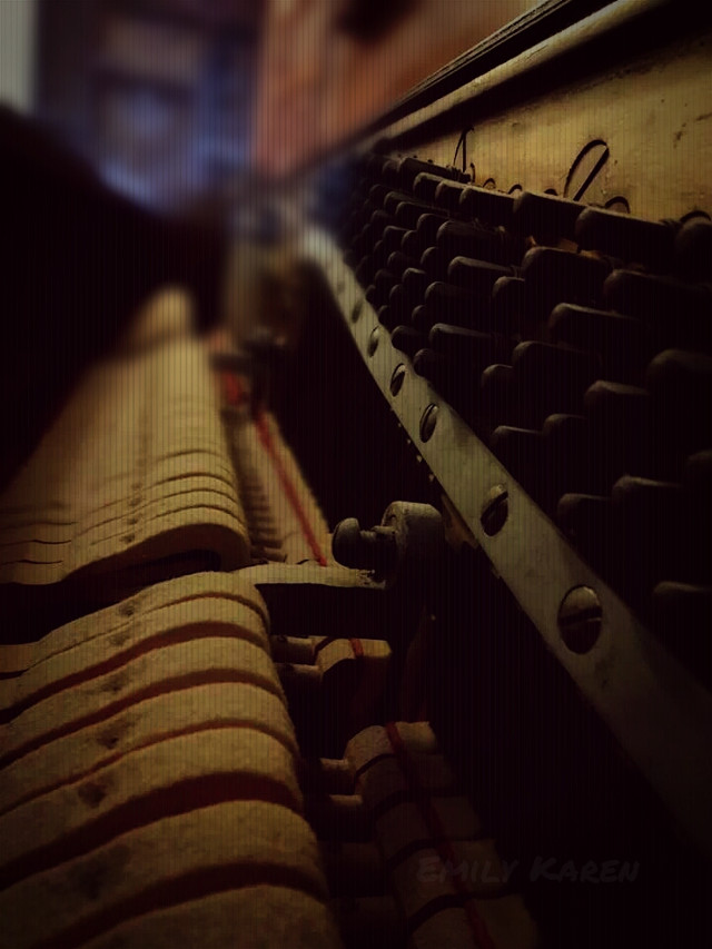 Having trouble sleeping, so here's a simple edit of the innards of my dear piano. :)